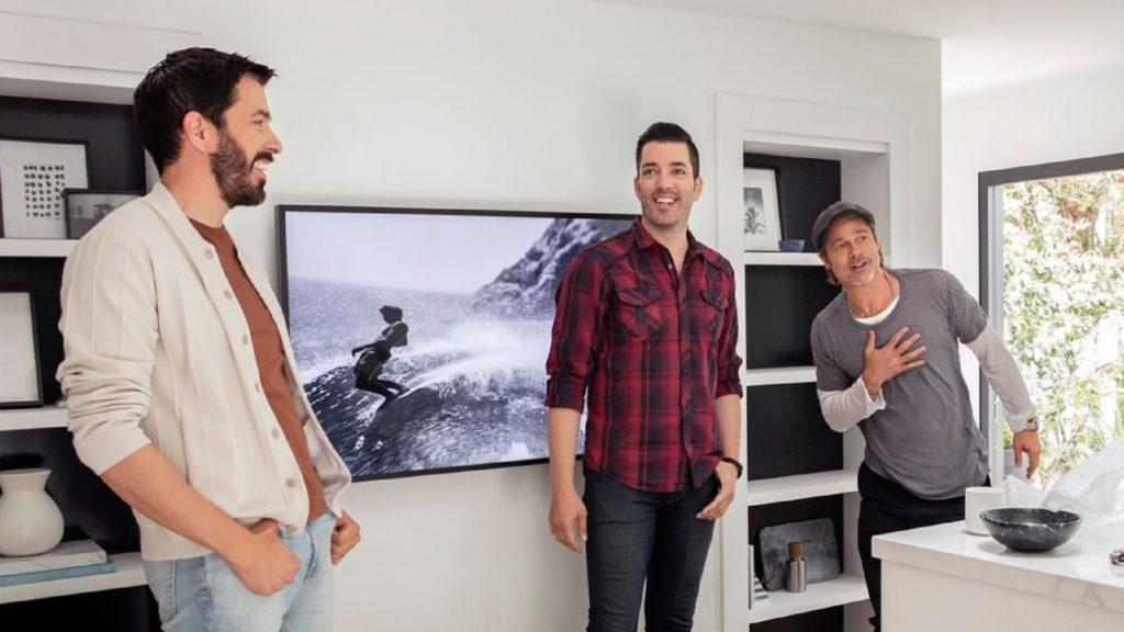 """Los hermanos Scott ayudan a Brad Pitt a reformar la casa de su maquilladora en """"Celebrity IOU"""""""
