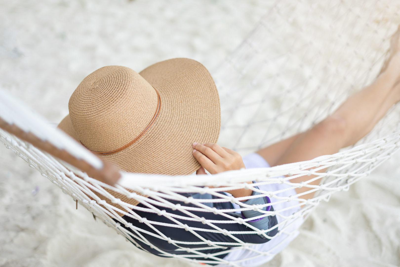 Aprende a cuidar tu piel en verano reduciendo el riesgo de enfermedades por exposición solar. El sol está presente 365 días y, aunque sabemos que tiene resultados beneficiosos y mejora nuestro estado de ánimo, también afecta a nuestra piel a diario.