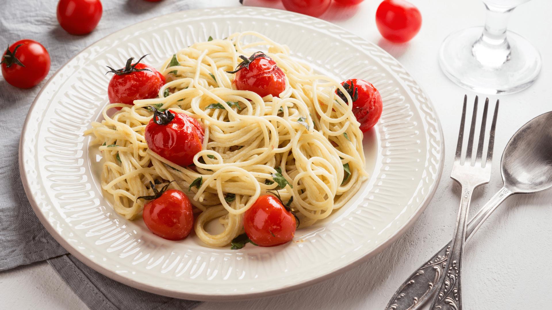 Pasta con queso feta y tomates cherry: la receta que ha revolucionado TikTok