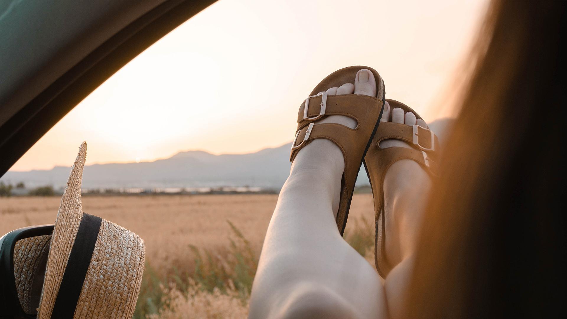 Tres tendencias de calzado para vestir tus pies este verano